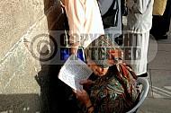 Kotel Women Praying 025