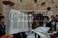 Kotel Torah Praying 037