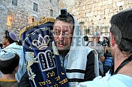 Kotel Torah Praying 049