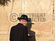 Kotel Man Praying 008