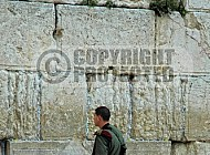 Kotel Soldier Praying 031