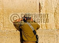 Kotel Soldier Praying 029