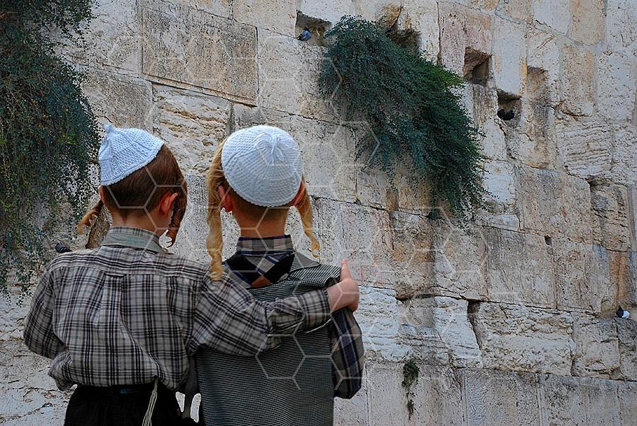 Kotel Children Praying 004