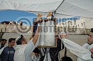 Kotel Torah Praying 022
