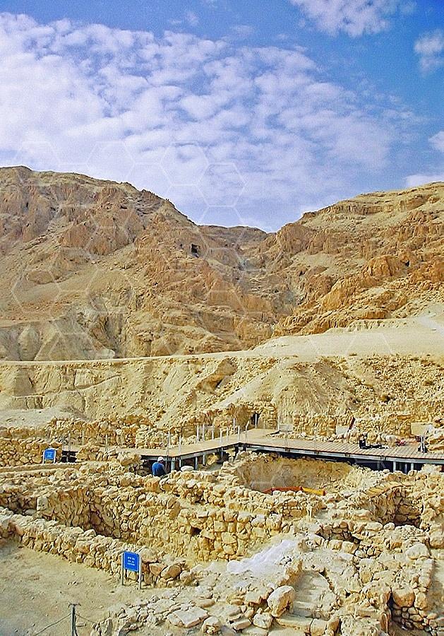 Qumran Rooms 017