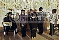 Kotel Children Praying 010