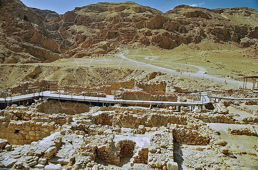 Qumran Rooms 010