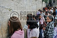 Kotel Women Praying 027