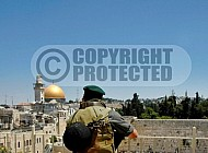 Kotel Soldier Praying 037
