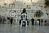 Kotel Man Praying 027