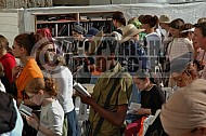Kotel Women Praying 041
