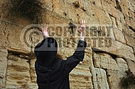 Kotel Man Praying 050