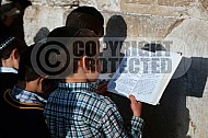 Kotel Children Praying 007