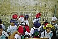 Children Praying 0016