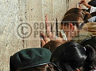 Kotel Soldier Praying 028