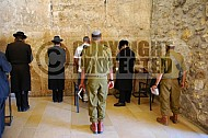 Kotel Soldier Praying 021