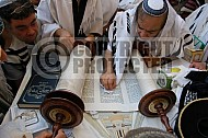 Kotel Torah Praying 050