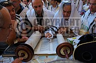 Kotel Torah Praying 031