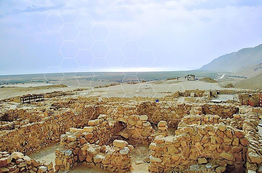 Qumran Rooms 003