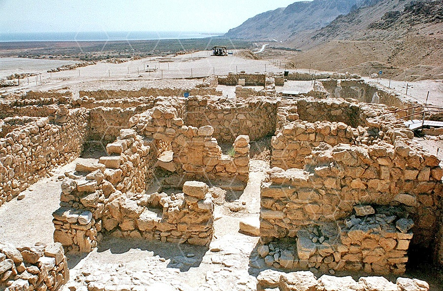 Qumran Rooms 004