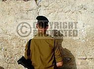 Kotel Soldier Praying 030