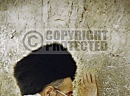 Kotel Man Praying 036