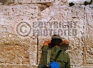 Kotel Soldier Praying 0002a