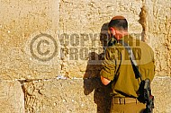 Kotel Soldier Praying 003