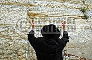 Kotel Man Praying 001