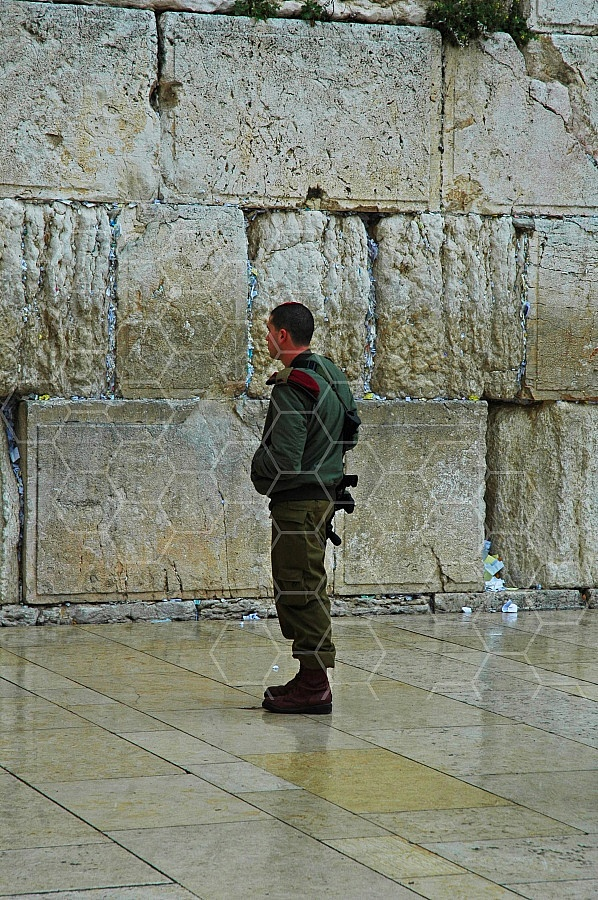 Kotel Soldier Praying 0006a
