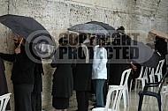 Kotel Women Praying 042