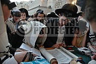 Kotel Torah Praying 045
