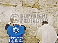 Kotel Man Praying 024