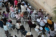 Kotel Women Praying 029