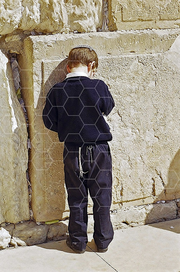 Kotel Children Praying 014