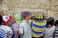 Kotel Children Praying 011