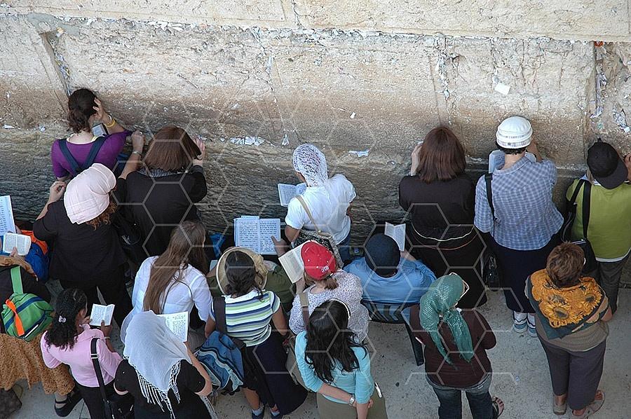 Kotel Women Praying 019