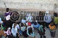 Kotel Women Praying 019