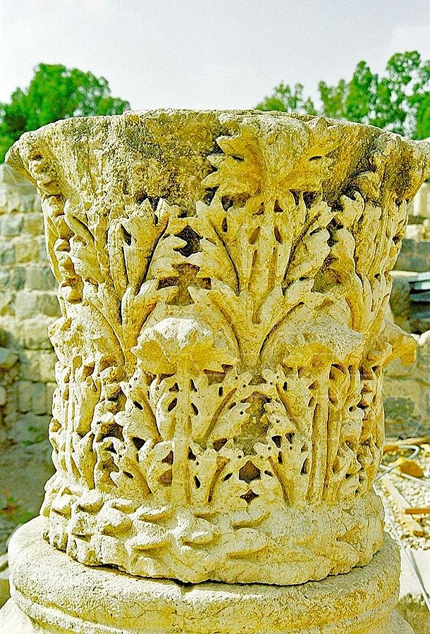 Beit She'an Roman Column 001