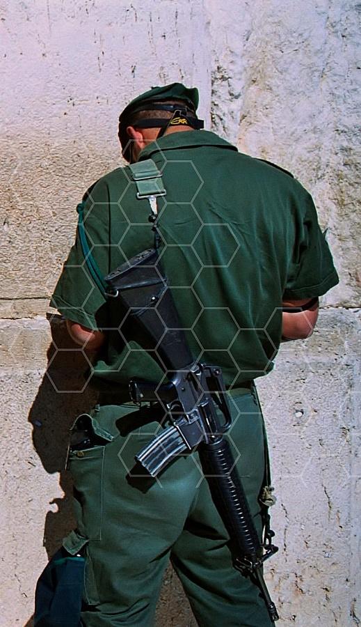 Kotel Soldier Praying 0008a
