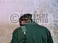 Kotel Soldier Praying 0008a