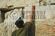 Kotel Soldier Praying 015