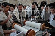 Kotel Torah Praying 043