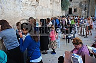 Kotel Women Praying 030