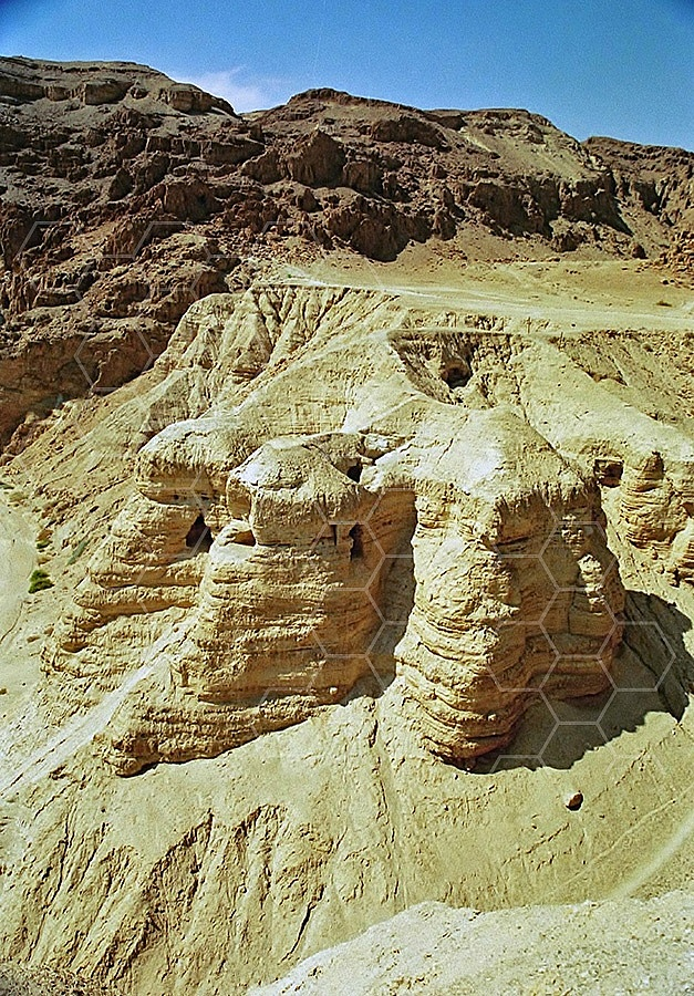 Qumran Caves 011
