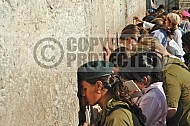 Kotel Women Praying 031