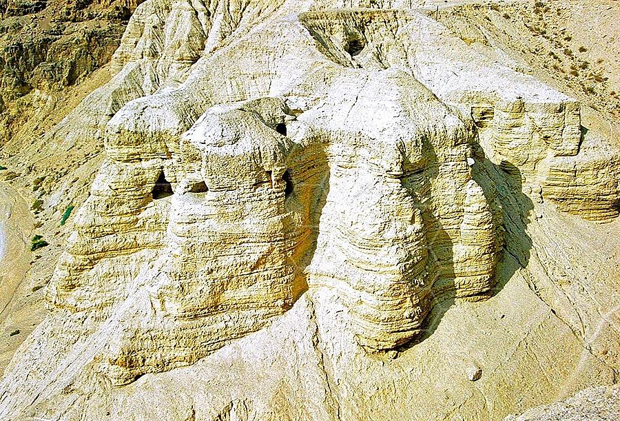 Qumran Caves 010