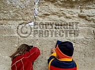 Kotel Children Praying 016