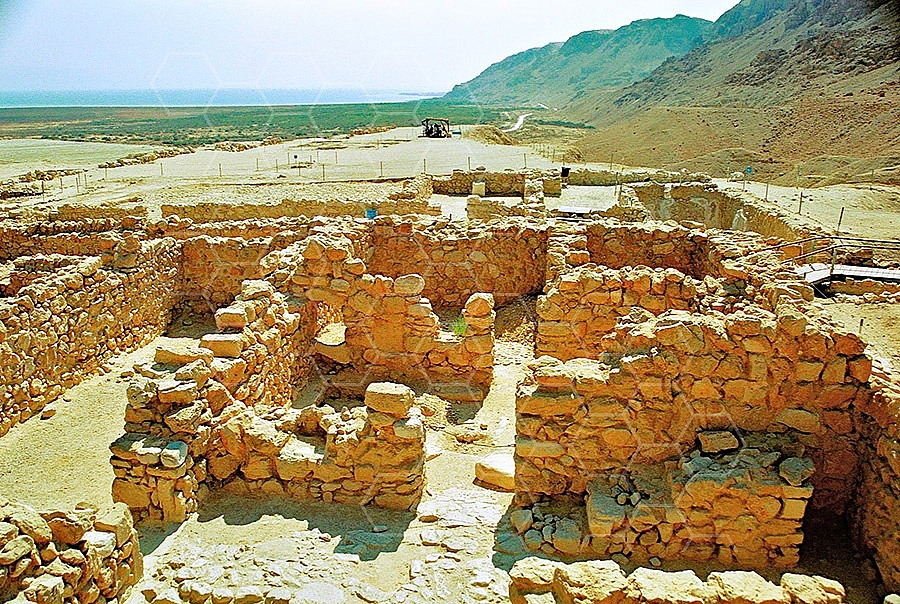 Qumran Rooms 013