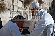 Kotel Man Praying 043